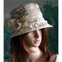 HÍMZETT taftkalap , Esküvő, Ruha, divat, cipő, Kendő, sál, sapka, kesztyű, Női ruha, Elegáns alkalmakra: Tojáshéj színű hímzett-gyűrt taftból készült  csinos ernyős kalapocska.  Kemény ..., Meska