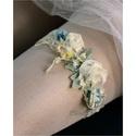 VALAMI KÉK - art to wear harisnyakötő , Ruha, divat, cipő, Esküvő, Menyasszonyi ruha, Női ruha, Egyedi-artisztikus kézzel festett hernyóselyem-stilizált virágok 2,5 cm széles tört-fehér elasztikus..., Meska