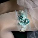 VALAMI KÉK - art to wear harisnyakötő - combékszer, Egyedi-artisztikus kézzel festett hernyóselyem s...