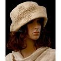 GINA - elegáns kézműves kalap, Ruha, divat, cipő, Női ruha, Kendő, sál, sapka, kesztyű, Sapka, Mély, öblös, felhajtós szélű vajszínű kordbársony kalap vintage horgolt csipke díszítéss..., Meska