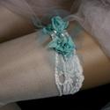 VALAMI KÉK - art to wear harisnyakötő S-M, Esküvő, Ruha, divat, cipő, Menyasszonyi ruha, Női ruha, Egyedi-artisztikus kézzel festett türkiz hernyóselyemből csavart rózsácskák hullám-vonalú, hófehér e..., Meska