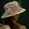 HÍMZETT ORGANZA - esküvői kalap, Esküvő, Ruha, divat, cipő, Kendő, sál, sapka, kesztyű, Sapka, Tört-fehér  organzából készítettem ezt a látványos kalapot. Pille-könnyű, béleletlen, szép formáját ..., Meska