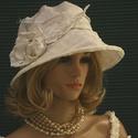PILLE-KALAP - extravagáns selyem cloche, Ruha, divat, cipő, Esküvői ruha, Kendő, sál, sapka, kesztyű, Sapka, Hófehér, vastag gyűrt taftból készítettem ezt a különleges kalapot. Pille-könnyű, béleletlen, szép f..., Meska
