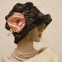 ERNA / orient - design flapper kalap, Ruha, divat, cipő, Kendő, sál, sapka, kesztyű, Sapka, Női ruha, Különleges alkalmakra ajánlom ezt az 1920-as évek stílusában tervezett, rakott-tetejű darabom. Sötét..., Meska