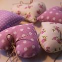Rózsaszín tavaszi  szív szett, Mindenmás, Otthon, lakberendezés, Dekoráció, Ünnepi dekoráció, Tavaszi szíveim kb 9 cm  cm magasak, minőségi pamut vászonból készültek. Kedves díszei lehetnek a la..., Meska