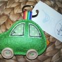 Zöld autós kulcstartó, Férfiaknak, Mindenmás, Kulcstartó, Gyapjúfilcből készítettem, kézzel varrtam körbe. Főbb jellemzőit igyekeztem  ráhelyezni, mint pl. ab..., Meska