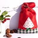 KIÁRUSÍTÁS: Mikulás zsák (kis fenyőfa zöld masnival), Dekoráció, Ünnepi dekoráció, Karácsonyi, adventi apróságok, Ajándékzsák, Varrás, Eredeti ár: 1500 Ft Olvasd el a kiárusításra vonatkozó feltételeket!!!!!!  Piros, fényes dekoranyag..., Meska