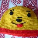 Sapi Mici Mackó, Baba-mama-gyerek, Akril fonálból készített sapi Mici Mackó mintával.  Mérete: 42-46 cm fejbőség. Mosása kéz..., Meska