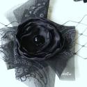 Elegáns - egyedi hernyóselyem kitűző , fekete rózsa hajdísz , Ékszer, Bross, kitűző, Hajbavaló, Hernyóselyem egyedi indiai fekete csillogó mintás, valamint fekete szatén virág, rózsa. Gondos..., Meska
