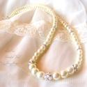 Ártatlan csillogás  - kristályok és  gyöngy nyaklánc  menyasszonyoknak, Esküvő, Ékszer, óra, Esküvői ékszer, Nyaklánc, Ékszerkészítés, Menyasszonyi gyöngyös nyaklánc a vintage stílus kedvelőinek. Fehér, ekrü és vaj színben tudom elkés..., Meska
