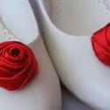 Menyecske  cipőklip -   szatén piros cipőklip, Esküvő, Cipő, cipőklipsz, Menyecskéknek készítettem ezt a piros szatén írrózsás cipőklipet, finom fényes, legömböly..., Meska