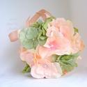 Harmatvirág - koszorúslány gömbcsokor barack és hamvaszöld , Esküvő, Esküvői csokor, Ékszerkészítés, Finom pasztell színű gömbcsokor, hortenzia virágokból, gyöngyökből, igazi kis  koszorúslány csokor,..., Meska