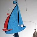 Vitorlások - mobil függődísz - hajósoknak ajándék, Dekoráció, Otthon, lakberendezés, Dísz, 5 db, saját tervezésű, stilizált vitorlásfigura alkotja ezt a játékos mobil függődíszt. A figurák al..., Meska