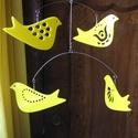 Sárga madaras mobil függődísz , Dekoráció, Otthon, lakberendezés, Képzőművészet, Dísz, Négy modernizált népi motívumokkal ékesített, stilizált madárfigura alkotja ezt a sárga alapszínű, e..., Meska