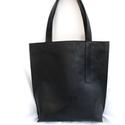 TOTE BAG bőr táska, Táska, Válltáska, oldaltáska, Bőrművesség, Varrás, Letisztult minnimál megjelenésű, marhabőr fekete nagy táska, kényelmes pakolható.   Méretek:  Magas..., Meska