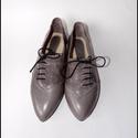 Szürke cipellő, bőr női cipő 35-39 méretig, Ruha, divat, cipő, Cipő, papucs, Bőrművesség, Virágkötés, Egy megrendelőm által született eme fazon.  A képen szereplő cipő méretre készült, 1,5 cm méretkülö..., Meska