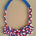 Triplán csomózott textillánc - tengerész, Ékszer, Nyaklánc, Pólófonalból készült ez a tengerész színvilágú (kék-fehér-piros), fonott, triplán csomózott nyaklánc..., Meska