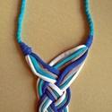 Tekerve font textil nyaklánc - kék-fehér-szürke, Ékszer, Nyaklánc, Pólófonalból készítettem ezt a tekerve font nyakláncot. Nagyon feltűnő, mutatós viselet, garantáltan..., Meska