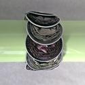 Olivazöld - sötétbarna csíkos kávékapszula karkötő, Ékszer, Karkötő, Olivazöld és sötétbarna csíkos kávékapszulák születtek újjá ebben a karkötőben. Nagyon dekoratív, kü..., Meska