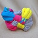 Kockás textil karkötő - kék-pink-sárga-szürke, Ékszer, Karkötő, Pólófonalból készítettem ezt a kockás karkötőt, csíkos mintás kék, pink, sárga és szürke árnyalatokb..., Meska