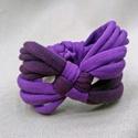 Kockás textil karkötő - lila, Ékszer, Karkötő, Pólófonalból készítettem ezt a kockás karkötőt, lila árnyalatokban. Játékos, vidám kiegészítő visele..., Meska