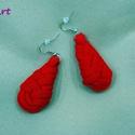 Csepp alakú textil fülbevaló - vörös, Ékszer, Fülbevaló, Vörös színű pólófonalból kanyarintottam, csomóztam ezt a csepp alakú fülbevalót. Könnyű viselet téle..., Meska