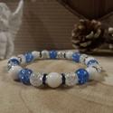 AKCIÓ! Kék kristály csillogás karkötő, Ékszer, Esküvő, Karkötő, Esküvői ékszer, Ezt a karkötőt 8 mm-es roppantott és színezett hegyikristályból, fehér jádéból (tejkvarc) készítette..., Meska