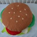 Hamburger párna, Dekoráció, Otthon, lakberendezés, Lakástextil, Párna, Varrás, A hamburger szó hallatán mindenki az ínycsiklandó, ám sokak által egészségtelennek tartott ételre g..., Meska