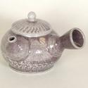 Kerámia japános teakiöntő (szürke-lila), Otthon, lakberendezés, Konyhafelszerelés, Bögre, csésze, Kerámia, Szürke agyagból készült, magastűzön (1205 fokon) tömörre égetett teakiöntő, masszív, rusztikus dara..., Meska