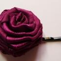Ciklámen rózsa hullámcsat, Hajbavaló, Hajcsat, Ezt a kb. 3,5 cm átmérőjű, kb. 2 cm magas, sötét ciklámen rózsa gyűrűt szatén szalagból ..., Meska