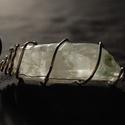 klorit zárványos kvarc kristály medál, Ékszer, óra, Medál, Ékszerkészítés, Kvarc klorittal ezüstözött ékszerdrót medál foglalatban  ásvány mérete: 5 x 2 cm medál mérete: 5,5 ..., Meska