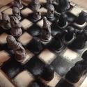 Kézzel faragott sakk készlet, Az eredeti sakkfigurák agyagból lettek kifaragva...