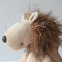 Oroszlán, szelíd hím vadállat, puha plüss oroszlán, Baba-mama-gyerek, Játék, Gyerekszoba, Plüssállat, rongyjáték, Baba-és bábkészítés, Varrás, Puha, barna plüss hím oroszlán. Tetszőlegesen eldönthető, hogy Bruckner Szigfridre, vagy Wendriner ..., Meska