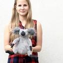 Plüss Koala, Baba-mama-gyerek, Játék, Gyerekszoba, Plüssállat, rongyjáték, Ez a kis koala mackó különösen puha és ölelni való. 25 cm magas. Anyaga nagyon puha szürke W..., Meska