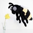 Méhecske, Döngicsélő Szorgos Rovar, Baba-mama-gyerek, Játék, Gyerekszoba, Plüssállat, rongyjáték, Baba-és bábkészítés, Varrás, Ártalmatlan, vicces, pihe-puha, Döngicsélő Méhecske, ahogy tetszik. Ez pont olyan jószág, mint ami ..., Meska