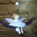 Hintázó angyalka nemez függődísz, Dekoráció, Ünnepi dekoráció, Karácsonyi, adventi apróságok, Karácsonyfadísz, Baba-és bábkészítés, Nemezelés, Egyedi, saját készítésű, finom, puha szalaggyapjúból készült hintázó angyalka lakásdekoráció vagy k..., Meska