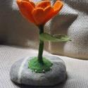 Nemez virág asztali dísz , Dekoráció, Otthon, lakberendezés, Dísz, Asztaldísz, Egyedi, különleges lakásdísz, hagyományos nemezeléssel készült üde narancs színű virág, ..., Meska