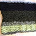 BaBagoly zöld mintás díszpárna-huzat, Otthon, lakberendezés, Lakástextil, Párna, Kötés, Egyedi készítésű, kézi kötésű párnahuzat a zöld különböző árnyalataiban, egy fekete rész berakással..., Meska