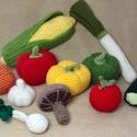Horgolt zöldségek a babakonyhába, Játék, Készségfejlesztő játék, Horgolás, Amikor játék az étel...  A kislányok egyik legkedvesebb játéka a főzős játék.Az általam gyártott és..., Meska