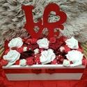 Asztaldísz, Szerelmeseknek, Esküvő, Otthon, lakberendezés, Esküvői dekoráció, Fa ládába lézervágott Love feliratot helyeztem és száraz termésekkel, gyöngyökkel és szili..., Meska