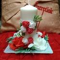 Gyertyás asztaldísz, Szerelmeseknek, Dekoráció, Esküvő, Esküvői dekoráció, Virágkötés, Üveg tányérra saját díszítésü gyertyát helyeztem és rózsákkal , valamint piros SZERETLEK felirattal..., Meska