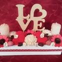 Love feliratos asztaldísz gyertyával, Dekoráció, Esküvő, Dísz, Ünnepi dekoráció, Virágkötés, Fa ládát tűzőhabbal béleltem ki, majd száraz termések kell, kötött szivekkel, papír és fa virágokka..., Meska