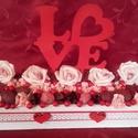 Love feliratos asztaldísz, Dekoráció, Esküvő, Dísz, Ünnepi dekoráció, Virágkötés, Fa ládát tűzőhabbal béleltem ki és rózsákkal, száraz termésekkell díszítettem. Kiváló ajándék esküv..., Meska