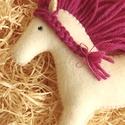 Gyapjúfilc lovacska, Natúr színű gyapjúfilcből kézzel varrt mese ...