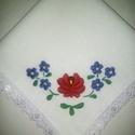 Hímzett keszkenő, Fehér vászonra ,hagyományos mintával hímzett ...