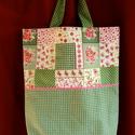 Patchwork jellegű táskák , Táska, Baba-mama-gyerek, Szatyor, Válltáska, oldaltáska, Varrás, Régi tervem volt ennek a táskacsaládnak az elkészítése s most íme itt vannak.:-)  Zöld kockás és pö..., Meska