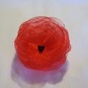 Tüzes pirosak, Ékszer, Bross, kitűző, Tüzpiros organzából készült rózsa kitűző, fekete gyöngyökkel. Átmérő: 10 cm Más színb..., Meska