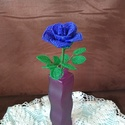 Királykék rózsa gyöngyből , A rózsát drót és 2 mm-es kásagyöngy felhaszn...