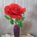 Rózsa gyöngyből, A virágot 2 mm-es kásagyöngyből fűztem. A vir...