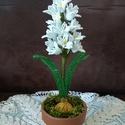 Jácint gyöngyből, A virágot 2 mm-es kásagyöngyből, egyedi megren...